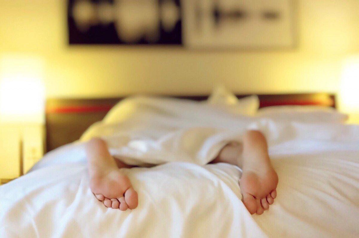 sleeping-feet-bed